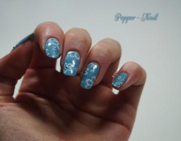 nail-art-21-fleurs-monochromes-02