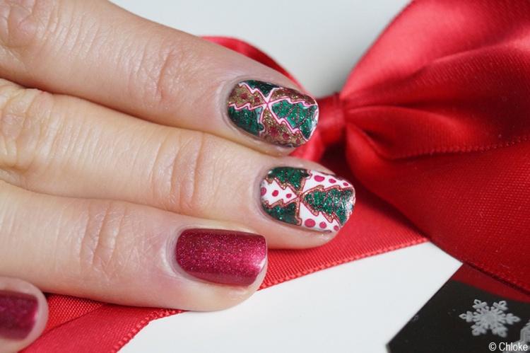 nail_art_232_avent_calendar_reverse_stamping_christmas_tree_06